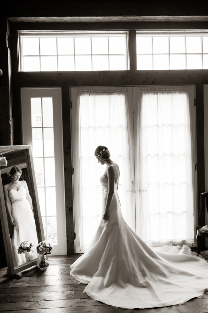 The bride, the dress, the cottage - photo Melissa Mullen